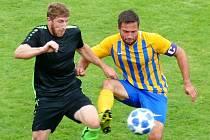 Fotbalisté Višňové (černé dresy) doma nezaváhali, když porazili FK Hejnice jasně 5:0. Hosté jsou zatím bez bodu poslední.