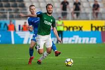 Zápas 26. kola první fotbalové ligy mezi týmy FK Jablonec a FC Slovan Liberec se odehrál 29. dubna na stadionu Střelnice v Jablonci nad Nisou. Na snímku v zeleném je Martin Doležal.