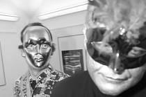 JAROMÍR TYPLT BYL BĚHEM ZAHÁJENÍ své poslední vernisáže, výstavy Ladislava Postupy v prostorách Galerie U Rytíře, odveden neznámým fantomem. Vzpomínáme.