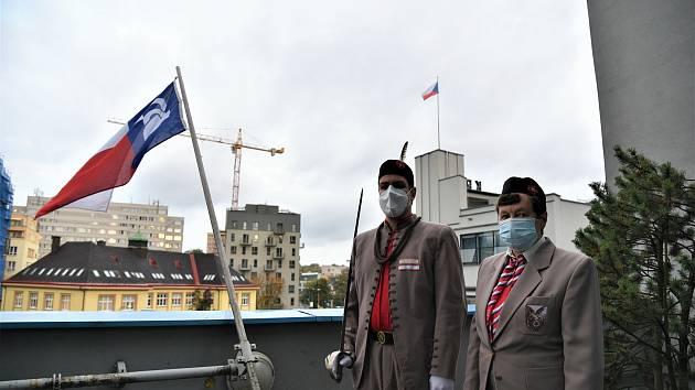 Vlajka sokolů připomíná jejich neblahé osudy během druhé světové války.