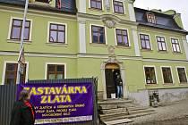 HOSPODA NEBUDE. Ve vzácném domě teď obyvatelé Liberce naleznou zastavárnu zlata.