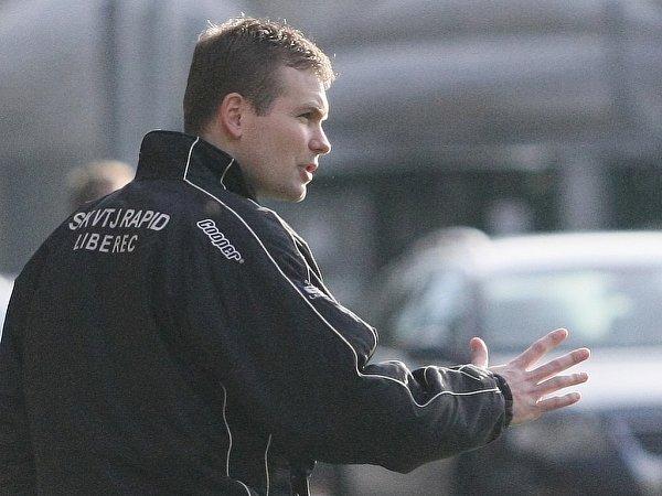 Ve fotbalové přípravě na harcovské umělé trávě zažil svoji trenérskou premiéru Lukáš Halama za Rapid.