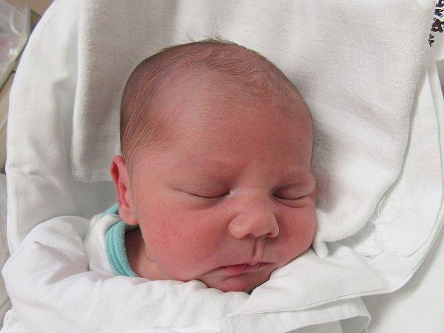 PATRIK KRAVČUK Narodil se 5. prosince v liberecké porodnici mamince Jiřině Petrlíkové z Frýdlantu v Čechách. Vážil 3,35 kg a měřil 50 cm.