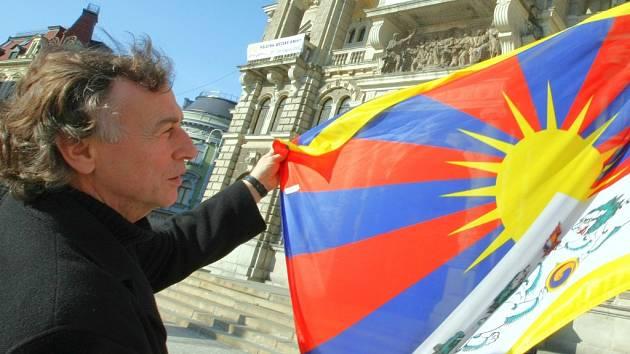 Tibetská vlajka na liberecké radnici.