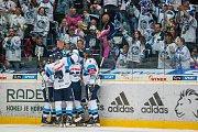 Utkání 6. kola Tipsport extraligy ledního hokeje se odehrálo 30. září v liberecké Home Credit areně. Utkaly se celky Bílí Tygři Liberec a BK Mladá Boleslav. Na snímku je radost hráčů Liberce.