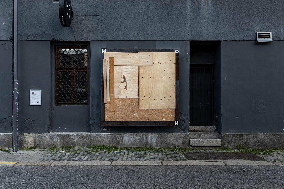 Umělec na protest zabednil výstavní prostory galerie v Liberci.