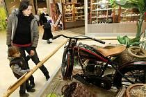 Výstava legendární značky amerických motocyklů  Harley – Davidson oživila prostory nákupního centra v Liberci.
