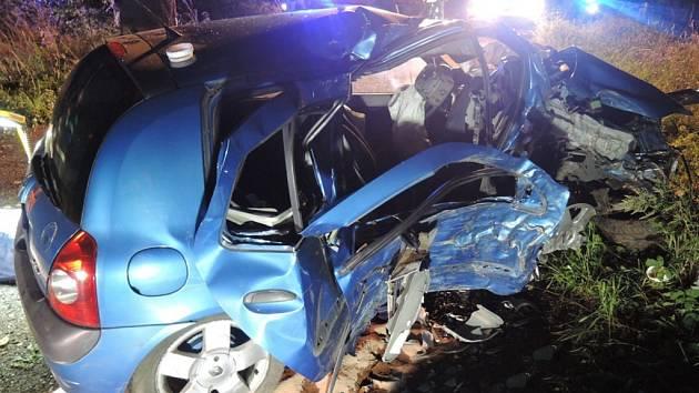 Smrtelná nehoda na Frýdlantsku. Zemřeli dva lidé.