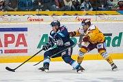 Dohrávka zápasu 11. kola Tipsport extraligy ledního hokeje se odehrála 26. února v liberecké Home Credit areně. Utkaly se celky Bílí Tygři Liberec a HC Dukla Jihlava. Na snímku vlevo Marek Kvapil.