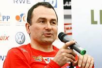 MIROSLAV PETRÁSEK. Byl nejúspěšnějším trenérem v okresním kole a včera byl vyhlášen i v krajském kole roku 2010.