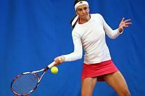 Na snímku je jihlavská Ana Vrljic, 28letá chorvatská tenistka, která porazila Malečkovou z Mariánských Lázní 6:1 a 6:1. Spolu s Foretz porazily i ve čtyřhře dvojici Camerin / Malečková 6:1 a 6:1. Vrljic je v žebříčku WTA na 248. místě.