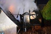 Požár domu v Hodkovicích nad Mohelkou.