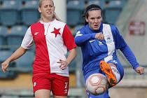 JOHANA JEŘÁBKOVÁ. Hráčka Slovanu Liberec je vpravo.