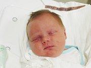 KAROLÍNA BROŽKOVÁ  Narodila se 30. prosince v liberecké porodnici mamince Petře Brožkové z Jablonce nad Nisou.  Vážila 3,69 kg a měřila 49 cm.