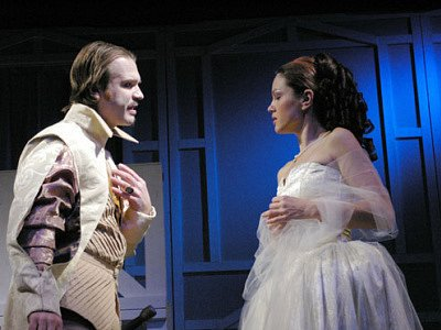 Liberecké divadlo F.X. Šaldy uvádí představení Cyrana z Bergeracu.