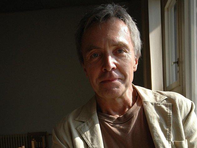 BÝT OPERNÍM PĚVCEM JE PRO CHLAPY. Čerstvý držitel Ceny Thálie 2009 za operu Pavel Vančura to potvrzuje svými širokými rameny a hlubokým silným hlasem horala.