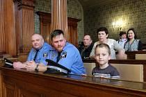 Strážníci městské policie Liberec – Pavel Ratajský a Martin Roušal a šestiletý Vojta Stýbal. Všichni měli obrovský podíl na tom, že požár bytu v Sídlištní ulici ve Frýdlantě neskončil tragédií.