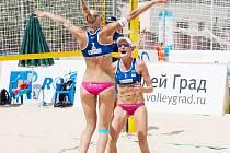 RADOST VRATISLAVICKÝCH. Zády je Michala Kvapilová, s ní je Karolína Řeháčková.