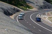 Nově vybudovaná silnice I/14 Kunratice – Jablonec nad Nisou byla 1. června slavnostně otevřena. Novostavba bude prozatím v režimu předčasného užívání. Od prosince je naplánováno uvedení silnice do ročního zkušebního provozu.