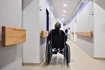 NOVÉ PROSTORY. Po desetiměsíčním stavebním martyriu se liberecké onkocentrum dočkalo nových prostor pro ambulantní léčbu. Teď je na řadě lůžkové oddělení.