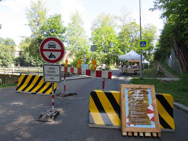 Až do 3. září je uzavřena pro dopravu ulice Zvolenská kolem liberecké přehrady. Smyslem je zvýšit rekreační potenciál kolem přehrady