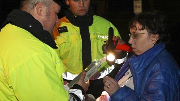 Během čtyřhodinové akce v okolí Hodkovic, Osečné a Českého Dubu zkontrolovali policisté celkem 95 vozidel. Dechová zkouška u této řidičky alkohol v krvi nepotvrdila.