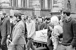 Lidi rozháněly v srpnu 1969 v Liberci Lidové milice a bezpečnost.