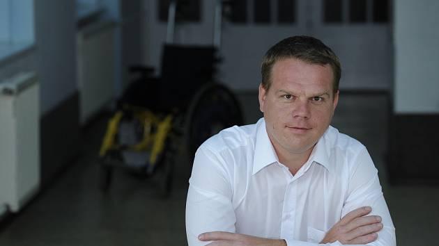 """""""Za mého tříletého působení se příspěvek Libereckého kraje do sociální oblasti zvedl ze 42 milionů na 152 milionů,"""" tvrdí Pavel Petráček. Zčásti je to i proto, že státní sociální reformy vzaly krajům část peněz a jim pak nezbývalo než chybějící prostředky"""