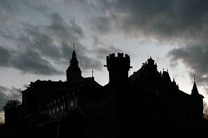 MNOHO PODOB. Frýdlantský hrad a zámek je krásný ve dne i v noci.
