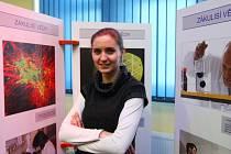 Helena Sedláčková, vítězka České hlavičky, představila svůj projekt zaměřující se na výzkum DNA a vyžití bílkovin.