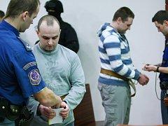 Vražda taxikáře. U Krajského soudu v Liberci padl rozsudek nad Lubošem Nigrinem a Romanem Bryknerem.
