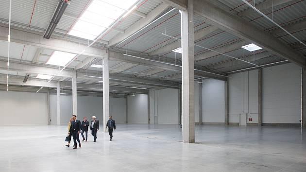 V Chrastavě byla otevřena nová logistická a výrobní hala.