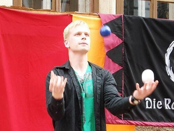 Kouzelník Zdeněk Bradáč překonal další světový rekord v žonglování.