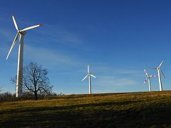 Větrné elektrárny na Lysém vrchu na Liberecku.