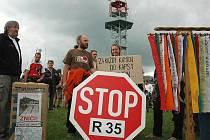 PROTI R 35. Nejvíce o sobě dávají vědět aktivisté proti severní variantě navrhované rychlostní komunikace.