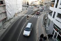 Úsek silnice v Blažkově ulici vedoucí od terminálu MHD.