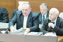 Miroslav Dvořák a další tři vysocí policejní důstojníci se zpovídají u libereckého okresního soudu.