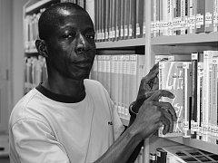 ADAMA ZIZIEN pochází z republiky Burkina Faso. Do Československa přišel absolvent jazykového gymnázia v roce 1989, vystudoval  knihovnictví  a informatiku. Později studoval ještě politologii v Hradci Králové. Po studiích nastoupil na Technickou univerzitu