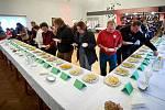 Soutěž o nejlepší bramborový salát v Heřmanicích.