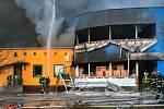 Hoří plnírna technických plynů v Turnově.