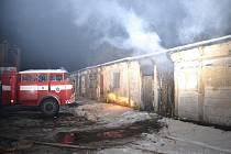 Požár garáží v Chotyni