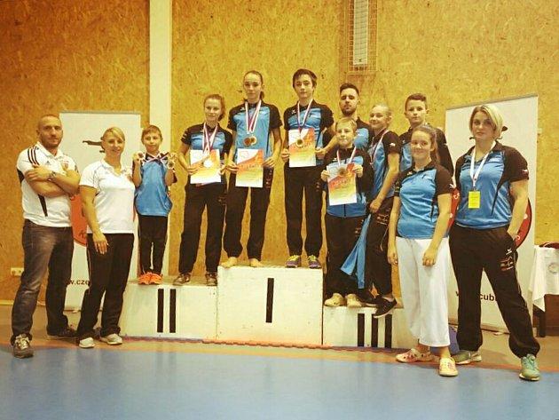 Šestnáct kovů a stříbro mezi oddíly bral liberecký Shotokan na Národním poháru v Kladně.