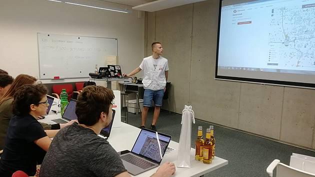 Pavel Petr se ve svém volném čase věnuje projektu Missing Maps, konkrétně se zabývá koordinací mapovacích večerů.