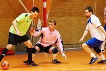 RUŠNO PŘED BRANKOU NORD SERVISU. Ten nakonec porazil ve vyrovnaném utkání celek Greens Liberec B 3:1.