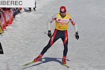 Mílovými kroky kráčí běžec na lyžích Lukáš Bauer za svým premiérovým ziskem velkého křišťálového globusu pro celkového vítěze Světového poháru.