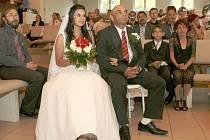 Pracovník humanitární organizace Člověk v tísni Richard Piskor se v sobotu oženil v kapli Církve bratrské v Liberci.