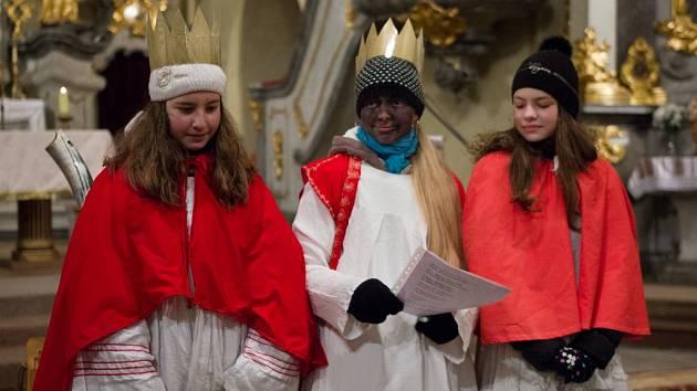 Tři králové zaspívali koledu a tím zahájili letošní Tříkrálovou sbírku