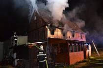 Požár zasáhl rodinný dům na hranicích republiky.