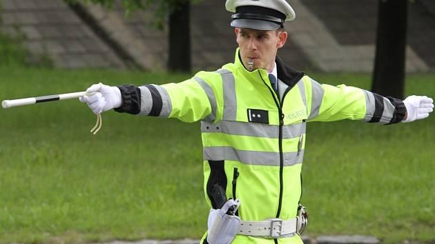 OTA UCHYTIL, vítěz osmého i devátého ročníku krajské soutěže dopravních policistů v řízení provozu na křižovatce v Liberci.