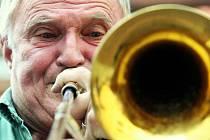 LEKTOŘI SE PŘEDSTAVUJÍ NA SAMOSTATNÉM KONCERTĚ. Špičkoví jazzoví hudebníci, kteří působí na jazzové dílně jako lektoři, se každý rok představují na takzvaném koncertě lektorů. Na snímku pozounista Mojmír Bártek